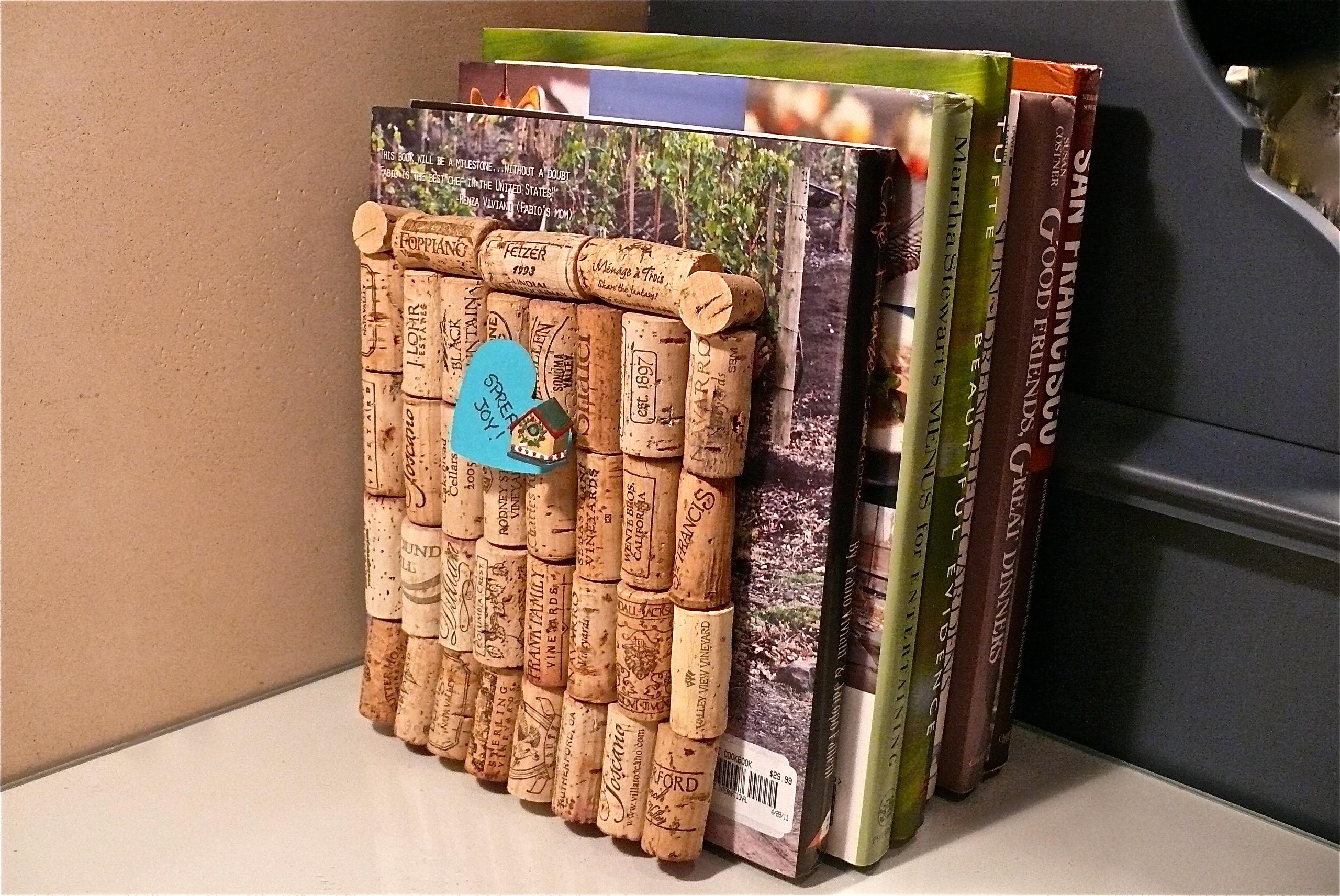 DIY Bookend Using Wine Corks wine corks