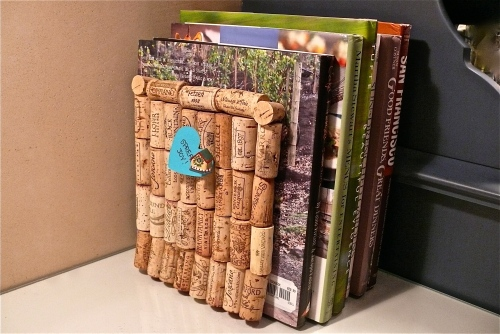 DIY Bookend Using Wine Corks