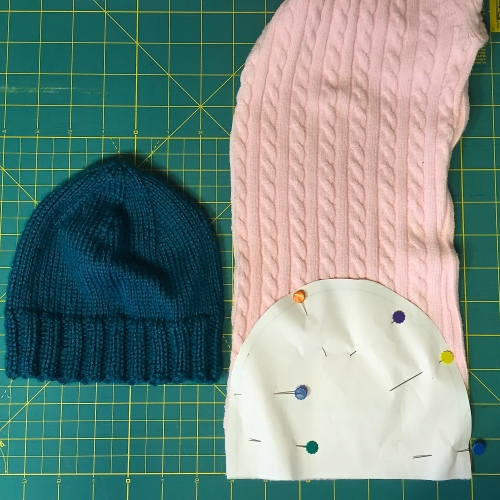 Using an old sweter to make a hat